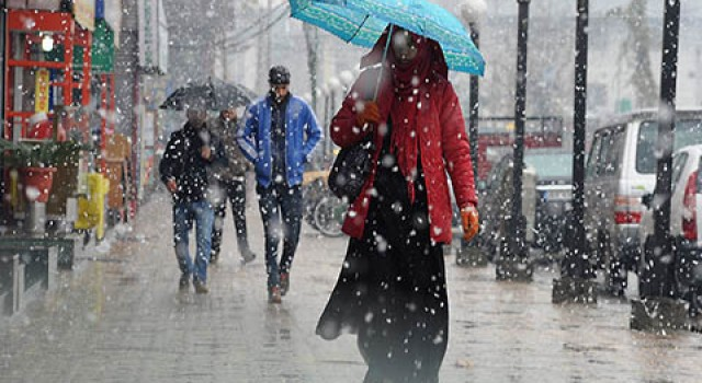 IMD predicts rain in plains, snow in higher reaches during next 24 hours in Kashmir