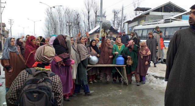Magam residents protest against water shortage