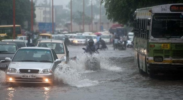Moderate rains lash J&K, weather to improve from tonight