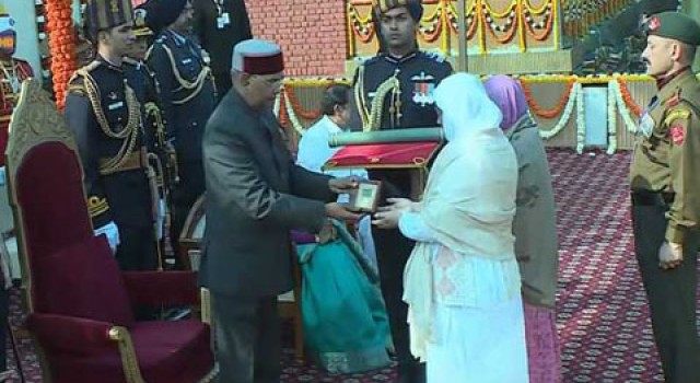 President Ram Nath Kovind confers Ashoka Chakra on Nazir Wani