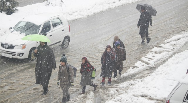 Rain and snow lash J&K, authorities sound caution for Jammu-Srinagar highway