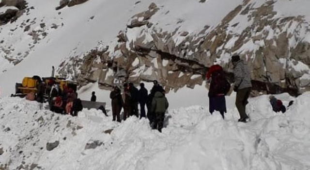 Soldier killed, 2 others injured as avalanche hits army post in Kupwara