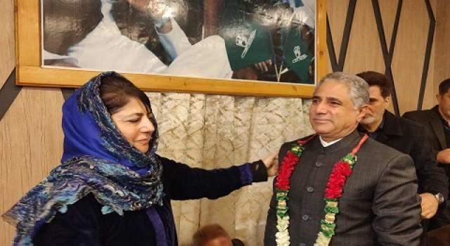 Tangmarg businessman Shabir Ahmad Mir joins PDP