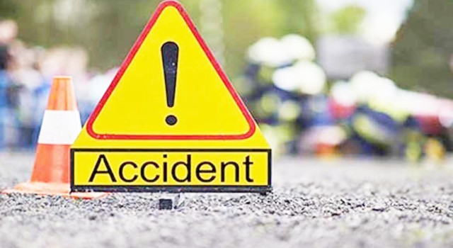 5 Persons Injured As Mini Bus Turns Turtle In Poonch