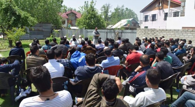 Jin Kaiser Sultan holds meeting with Congress cadre in Ganderbal