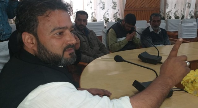 JDU leader sajad Baigh visits shopian District,addressed a huge Gathering in Circuit house shopian,Requested voters to vote on 6 May