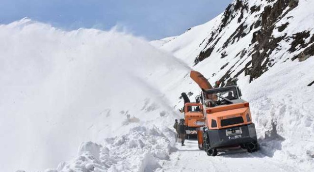 Snow clearance operation completed on Sgr-Leh highway: BRO