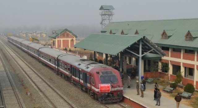 Train crushes youth to death in South Kashmir