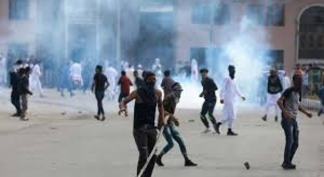 LS Polls: Girl among several persons injured in clashes amid shutdown in Kulgam