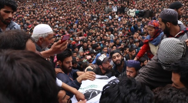 Thousands attend funeral of slain militant Naseer Pandit in Pulwama