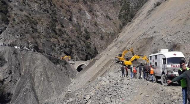 Jammu-Srinagar highway closed after fresh landslides, thousands stranded