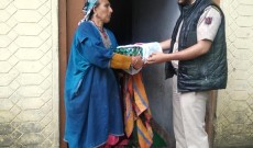 SOPORE POLICE DISTRIBUTES EID GIFTS AMONG THE FAMILIES OF POLICE MARTYERS.