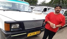 Driver returns lost bag with 10 lakh cash to tourist family in kulgam