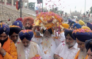First time after independence: 'Nagar Kirtan' with Guru Granth Sahib arrives from Pakistan to India