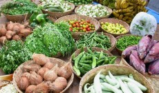 Amit lockdown, vegetable Prices soar in Kashmir