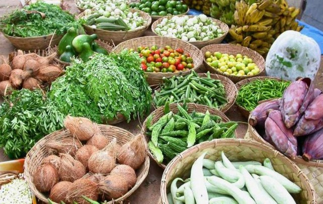 Amit lockdown, vegetable Prices soar in Kashmir