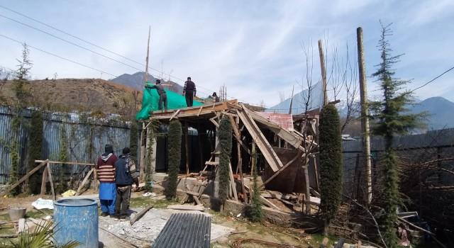 SDM Kangan carried demolition drive,