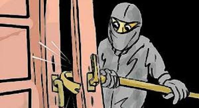 Burglars decamp with cash from Rehbab Sahab (RA) shrine in Sgr