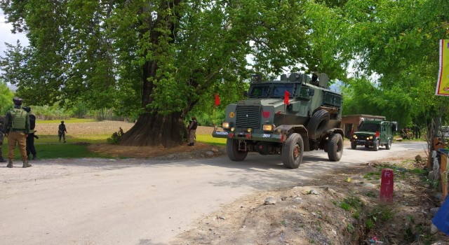 Forces launch search operation after clothes of abducted soldier found in Shopian orchard