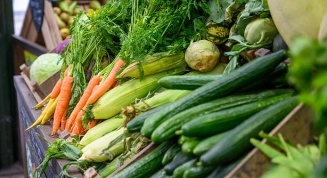 'No market regulation': Vegetable prices touching sky due to closure of Srinagar-Jammu Highway