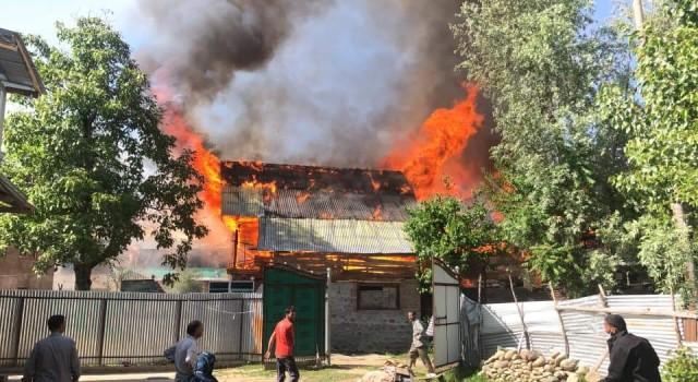 Massive blaze renders 11 families homeless in Bandipora