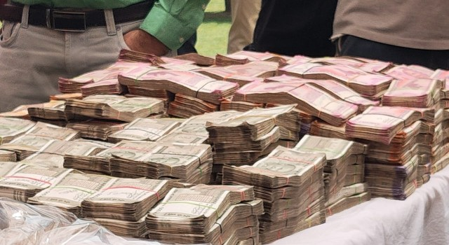 J&K police claims big success, busts narco-module with Rs 1.34 Cr Cash, Rs 100 Cr worth Heroine Cr in Handwara