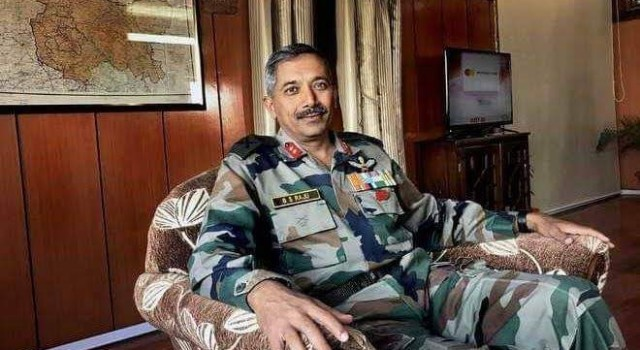 BS Raju visits North & Central Kashmir based Army headquarters