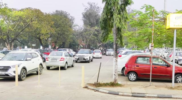MC Anantnag premises turn into public parking; patients, attendants, staff members suffer