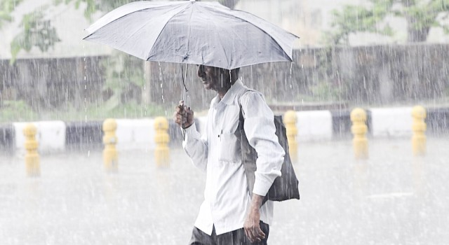 Weatherman predicts light rains, snowfall in higher reaches today