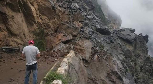 Paddar-Kishtwar, Doda-Bhaderwah roads closed after fresh landslides