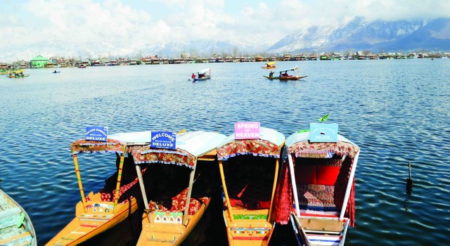 Kashmir Inc welcomes Rs 1350 crore package, demands more incentives