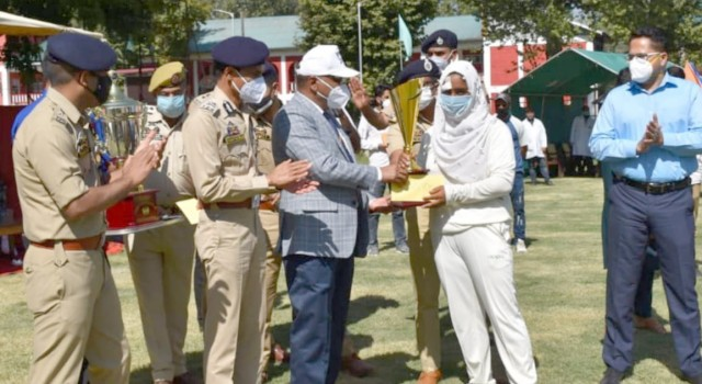 Final of women's cricket tournament organised by Anantnag