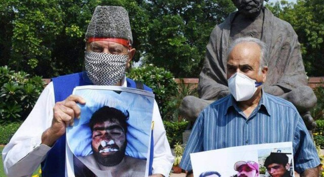 NC MPs protest Fake encounter, custodial killing at Parliament Seek filing of cases in both incidents, stern punishment to offenders