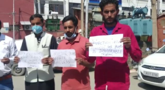 JKGBYWC, hold Protest in Press Enclave Srinagar, against Director Tribal Affair and evicting of Gujjar Bakerwals in Kathua