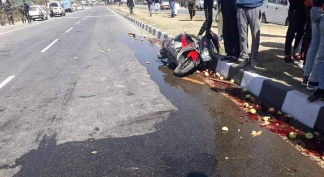 Scooty Rider dies after being hit by Tractor in Qazigund village
