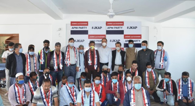 Prominent political activists including PC district president joined Apni Party