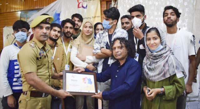 Team 'Kay 11' organises Jashne Hayat in Sopore