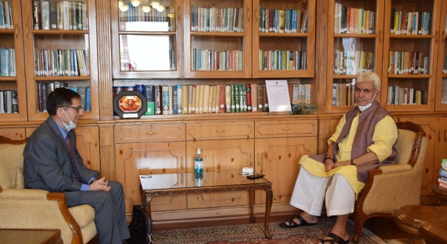 Apni Party vice president Zaffar Manhas calls on Lt. Governor