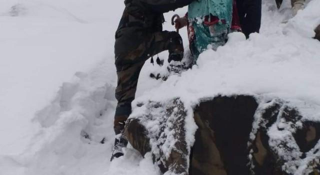 10 people trapped in snowfall in J-K recused