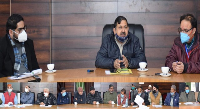 DPEO kishtwar holds meeting with representatives of various political parties.