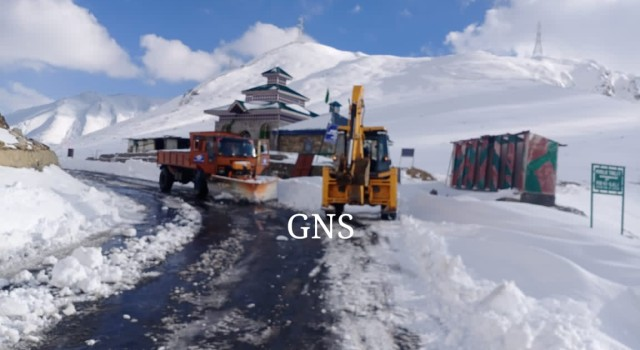 Mughal Road opens after 3 days closure due to snowfall