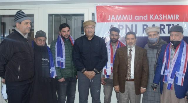DDC Member from Panzinara-A Srinagar joins Apni Party