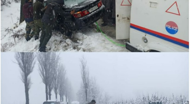 Amid Heavy Snowfall Policemen Provide helping hand to Stuck up Vehicles in Bla
