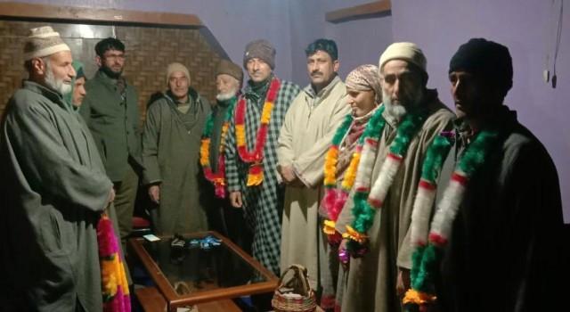 several elected Panchs of JKAP join PDP in Ahamsharief, Bandipora