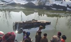2 persons injured as load carrier rolls into Jhelum In Hajin