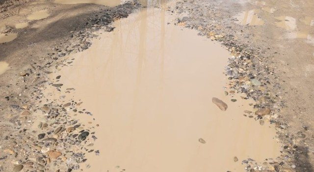 Chattergam: Pathetic road condition irk commuters, locals