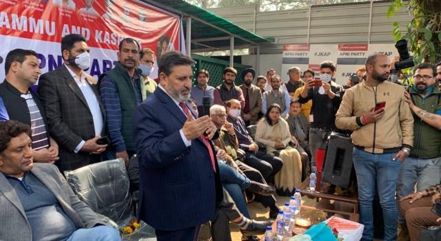 Oblivious remarks of PAGD leaders aimed at stalling restoration of Statehood: Altaf Bukhari