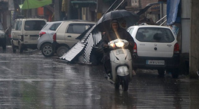 MeT forecasts wet weather from tonight in Kashmir