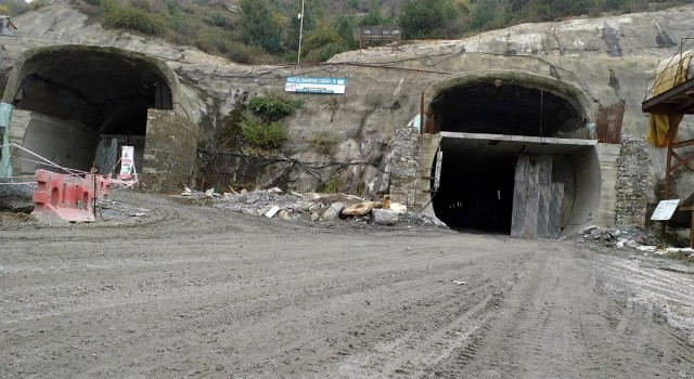 Banihal-Qazigund tunnel: People protest against private construction company in Qazigund